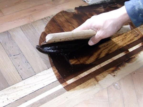 Pulizia-pavimento-in-legno-scandiano